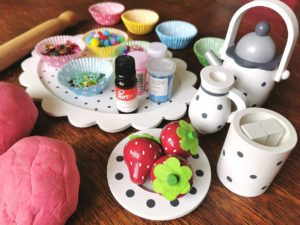 Playdough Cupcake Decorating