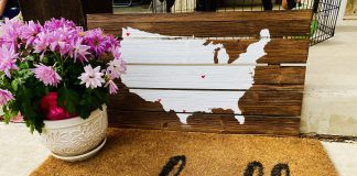 """doormat with """"hello"""" and flower pot with US map"""